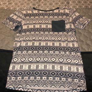 Aztec pattern pocket T
